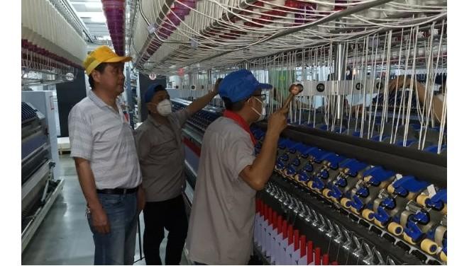 岱银公司卓鹏包芯纱装置安装进行时