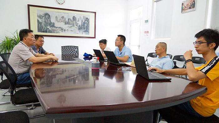 卓鹏为溢达集团提供集体落纱装置改造服务!